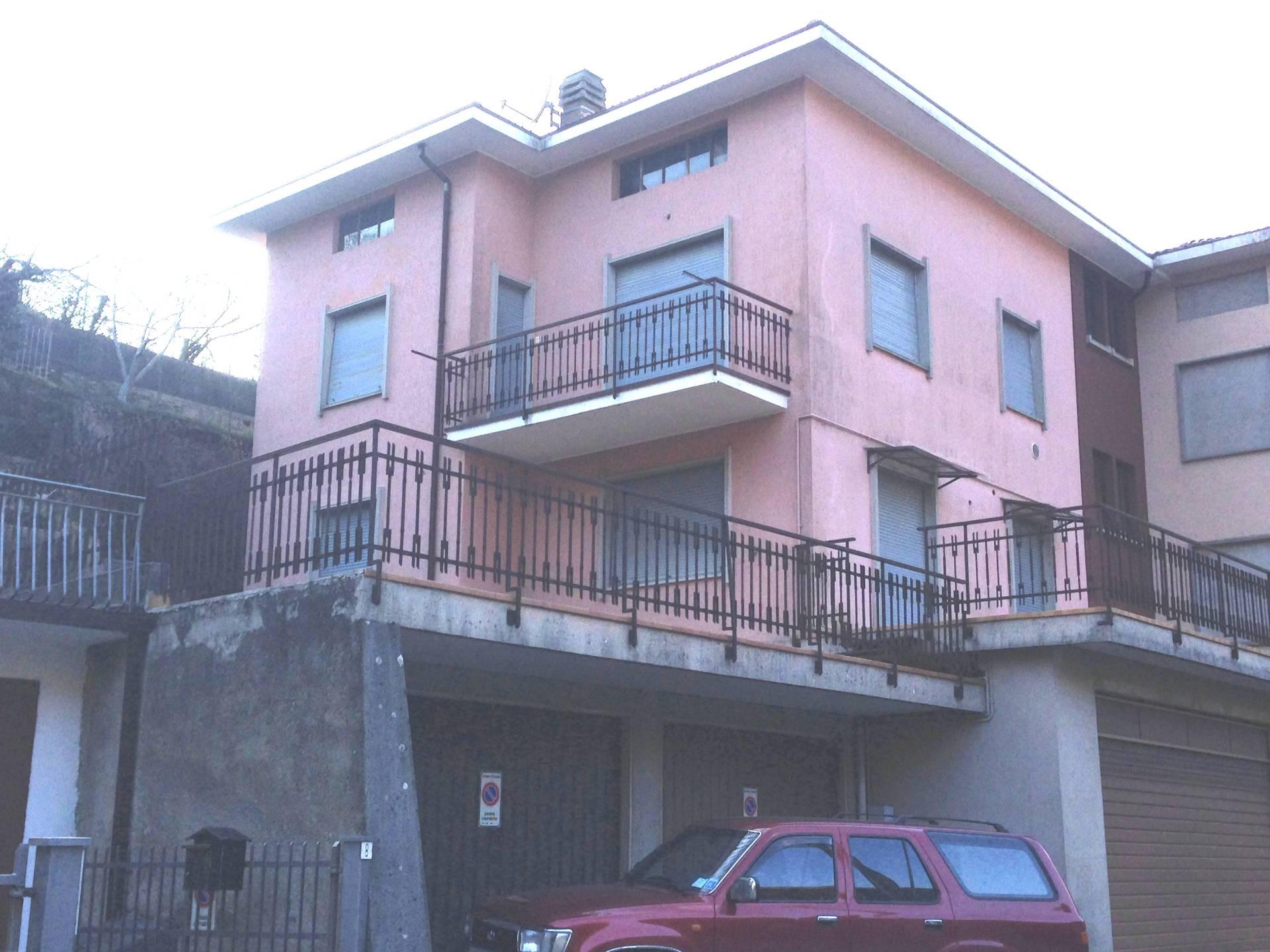 Soluzione Indipendente in vendita a Carenno, 5 locali, prezzo € 165.000 | Cambio Casa.it