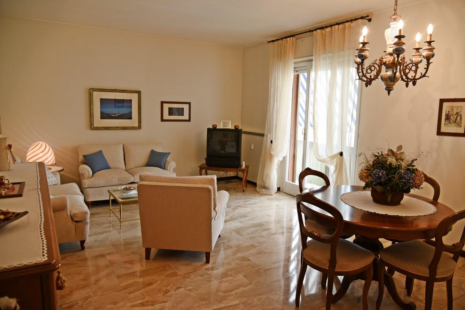 Appartamento in vendita a Valmadrera, 4 locali, prezzo € 160.000 | Cambio Casa.it