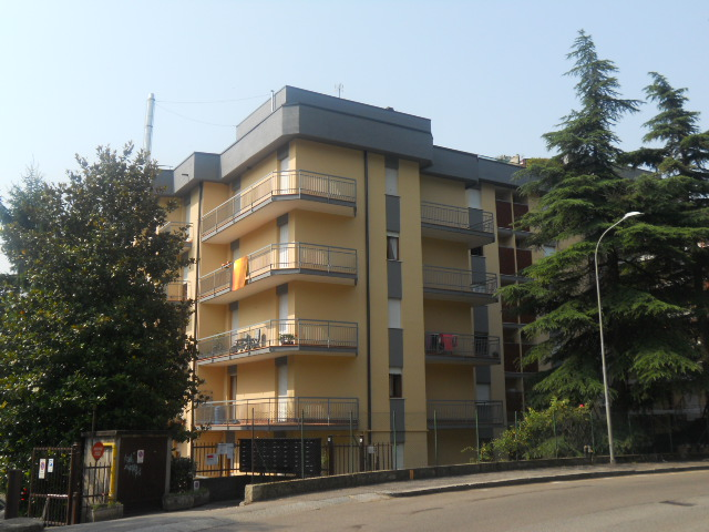 Appartamento in vendita a Lecco, 3 locali, zona Zona: Olate, prezzo € 240.000   Cambio Casa.it