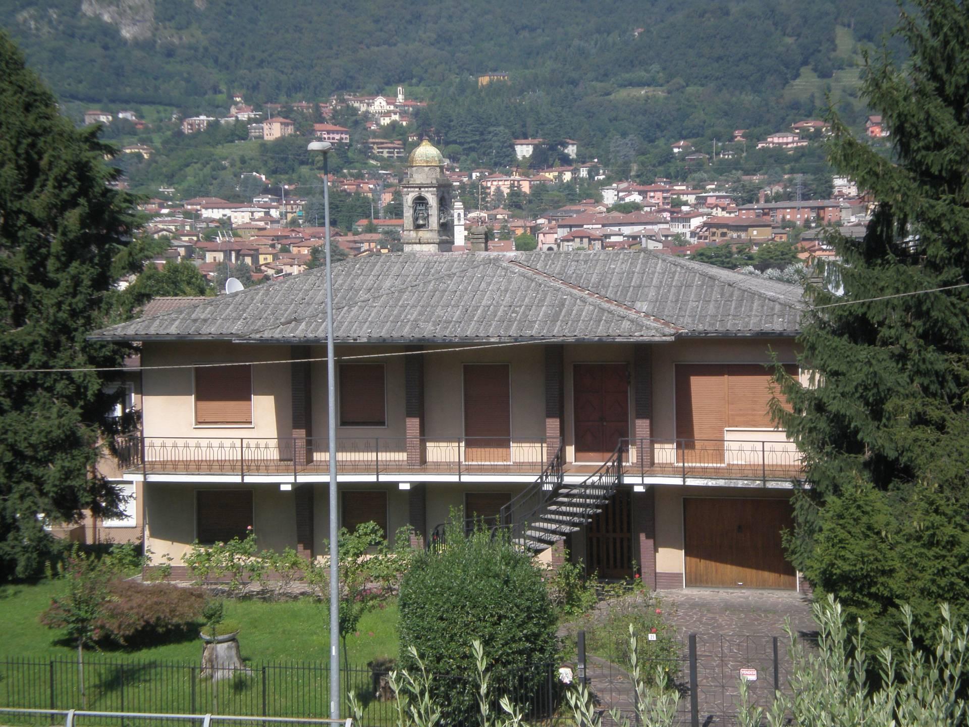 Villa in vendita a Olginate, 9 locali, prezzo € 350.000 | Cambio Casa.it