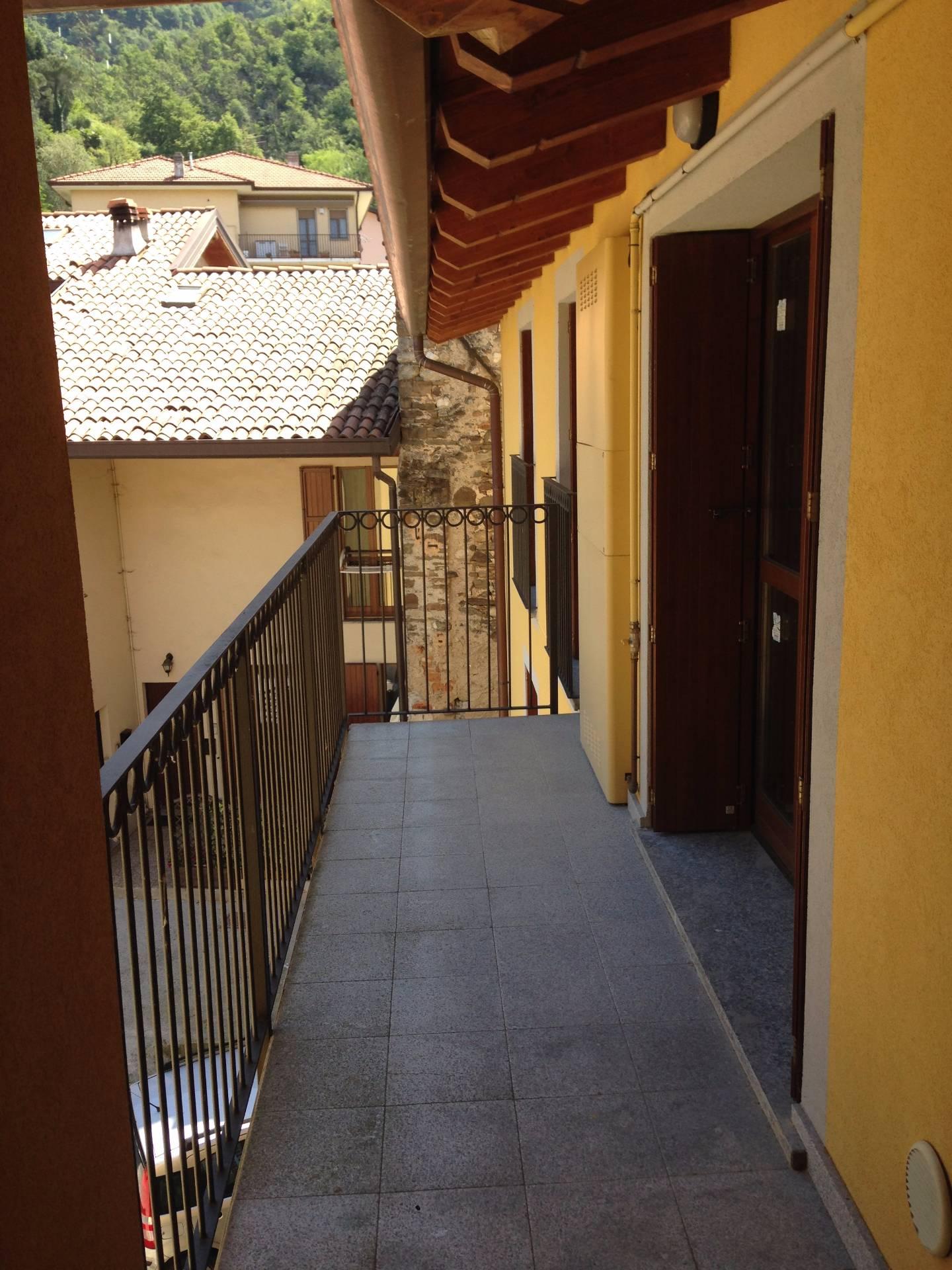 Appartamento in vendita a Calolziocorte, 3 locali, prezzo € 130.000   Cambio Casa.it
