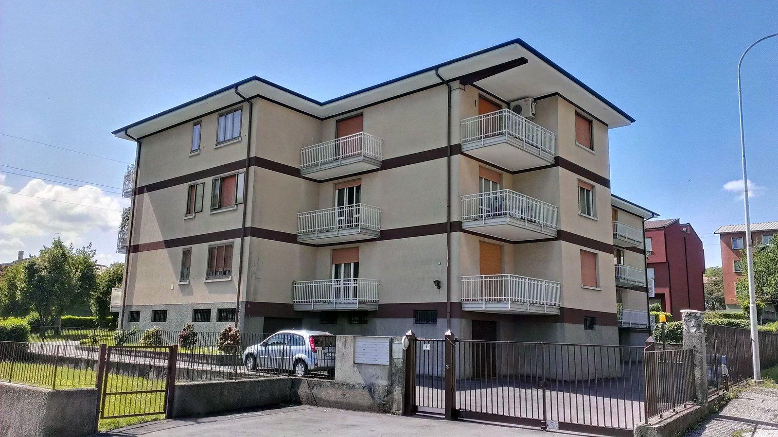 Appartamento in vendita a Civate, 3 locali, prezzo € 120.000 | Cambio Casa.it