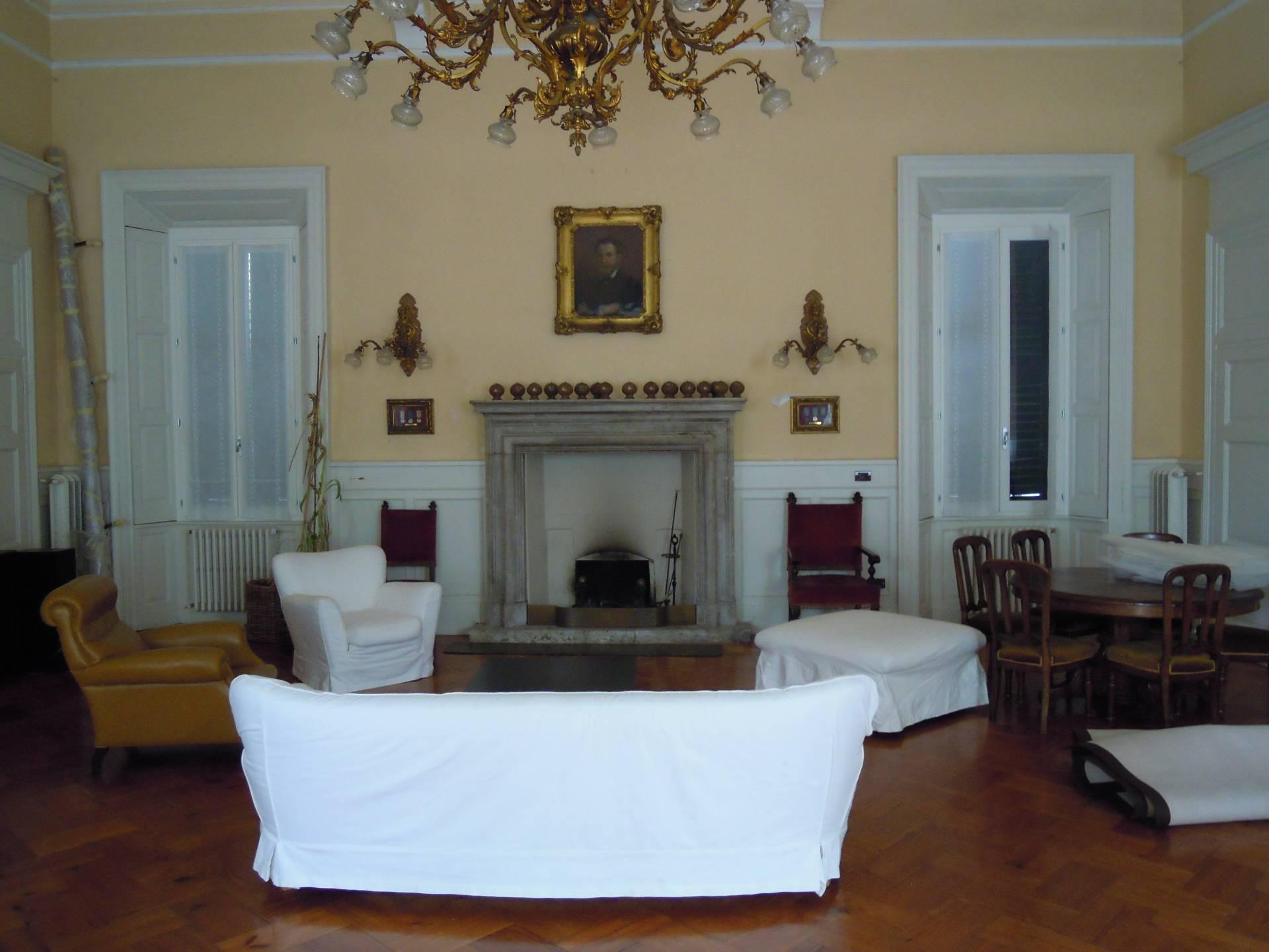 Appartamento in affitto a Lecco, 3 locali, prezzo € 1.500 | CambioCasa.it