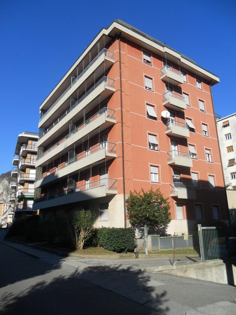 Appartamento in vendita a Lecco, 4 locali, zona Zona: S. Stefano/Zona Turati, prezzo € 220.000 | Cambio Casa.it