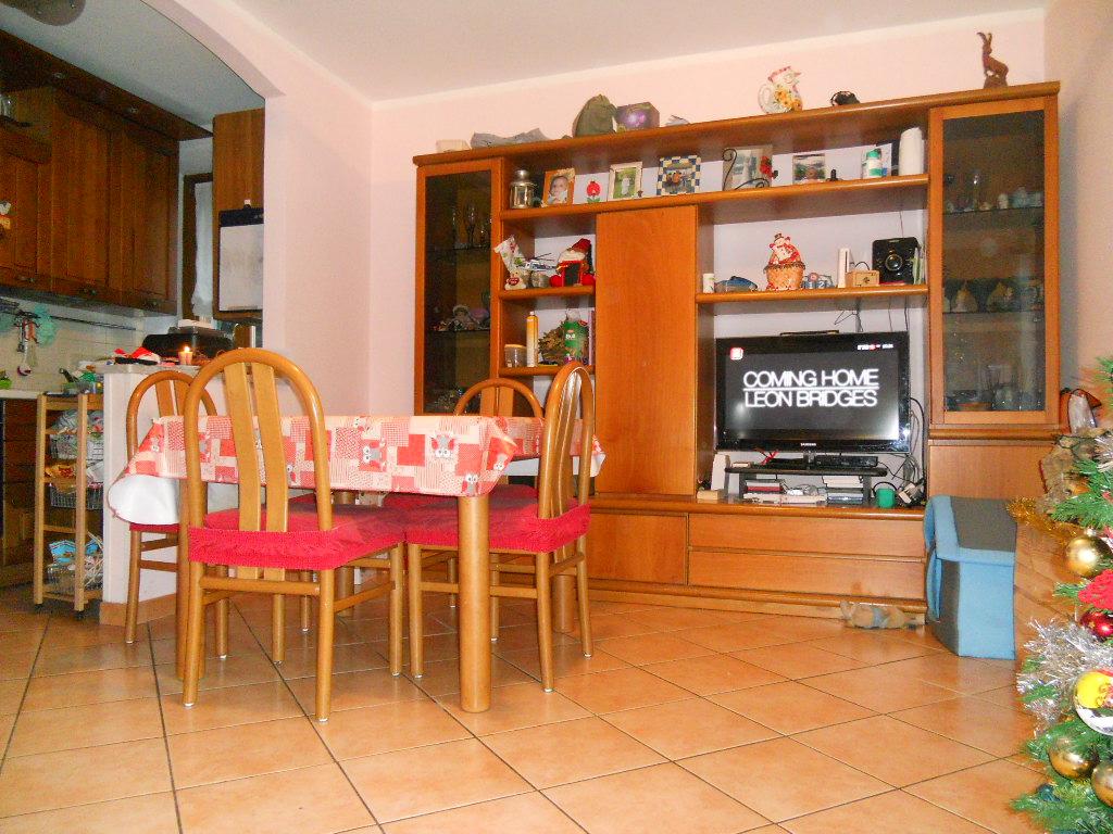 Appartamento in vendita a Lecco, 3 locali, zona Zona: Bonacina, prezzo € 97.000   Cambio Casa.it