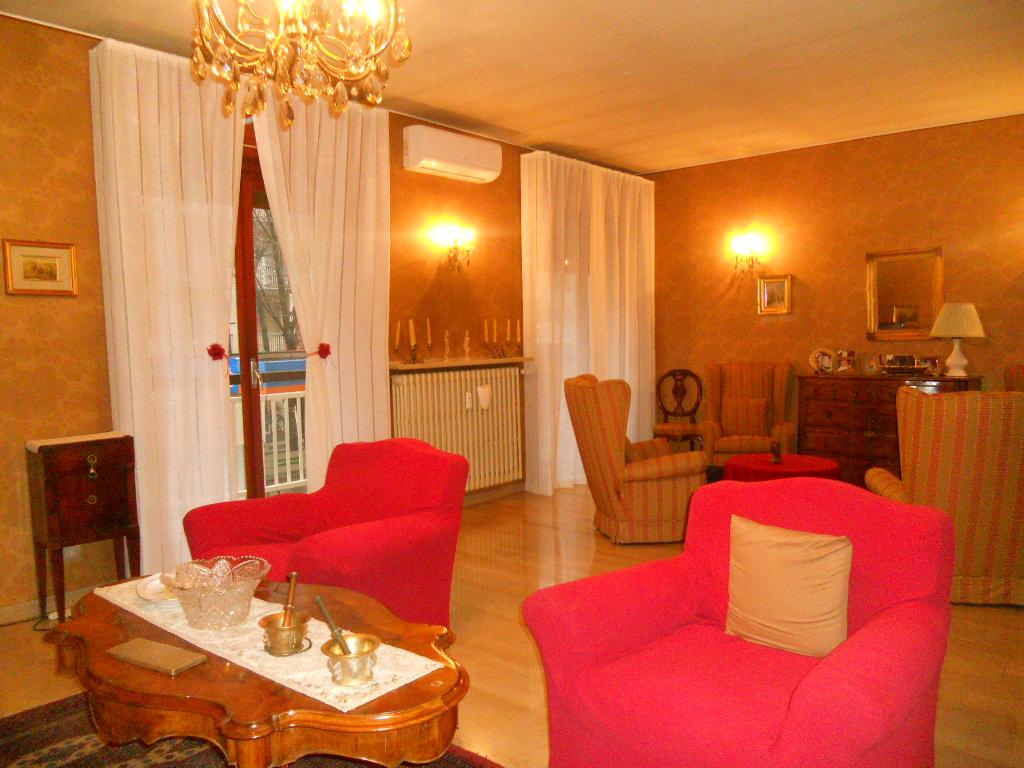 Appartamento in vendita a Lecco, 5 locali, zona Zona: S. Stefano/Zona Turati, prezzo € 228.000   Cambio Casa.it