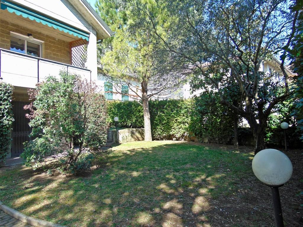 Villa in vendita a Valmadrera, 5 locali, prezzo € 450.000 | CambioCasa.it