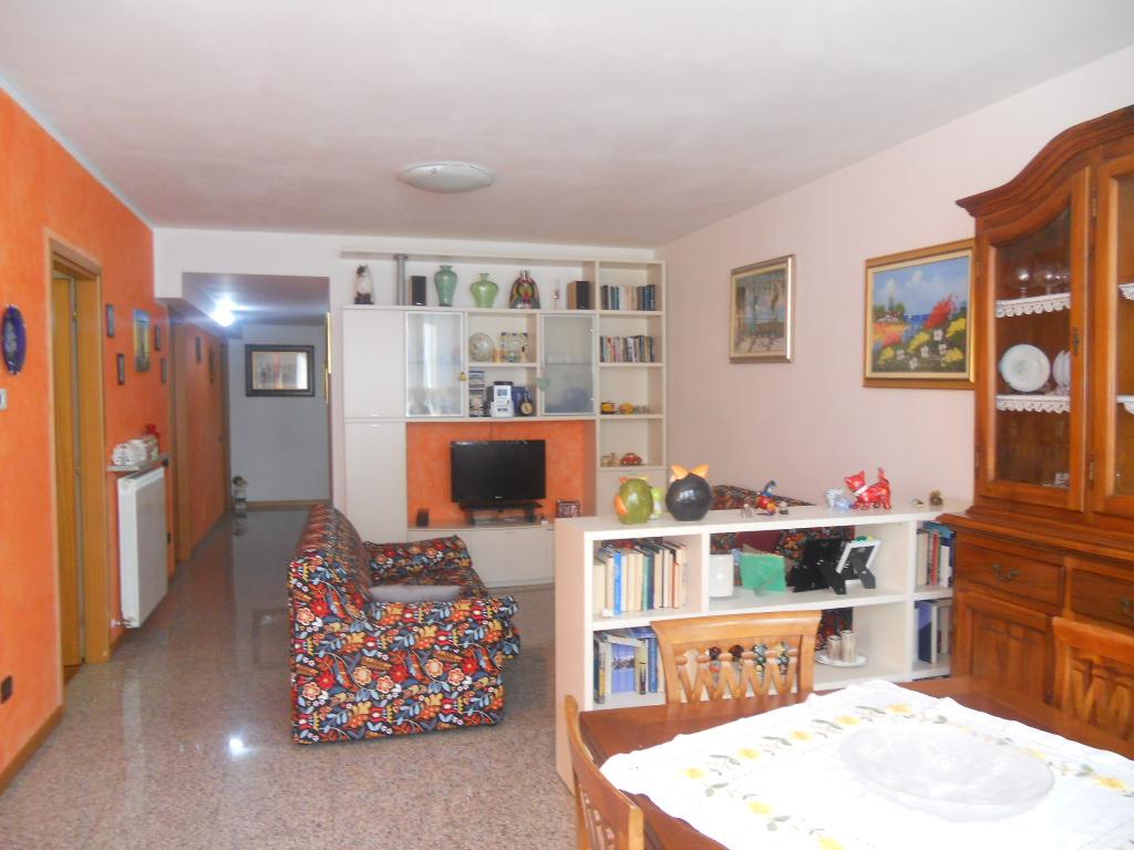 Appartamento in vendita a Lecco, 3 locali, zona Zona: San Giovanni, prezzo € 180.000 | CambioCasa.it