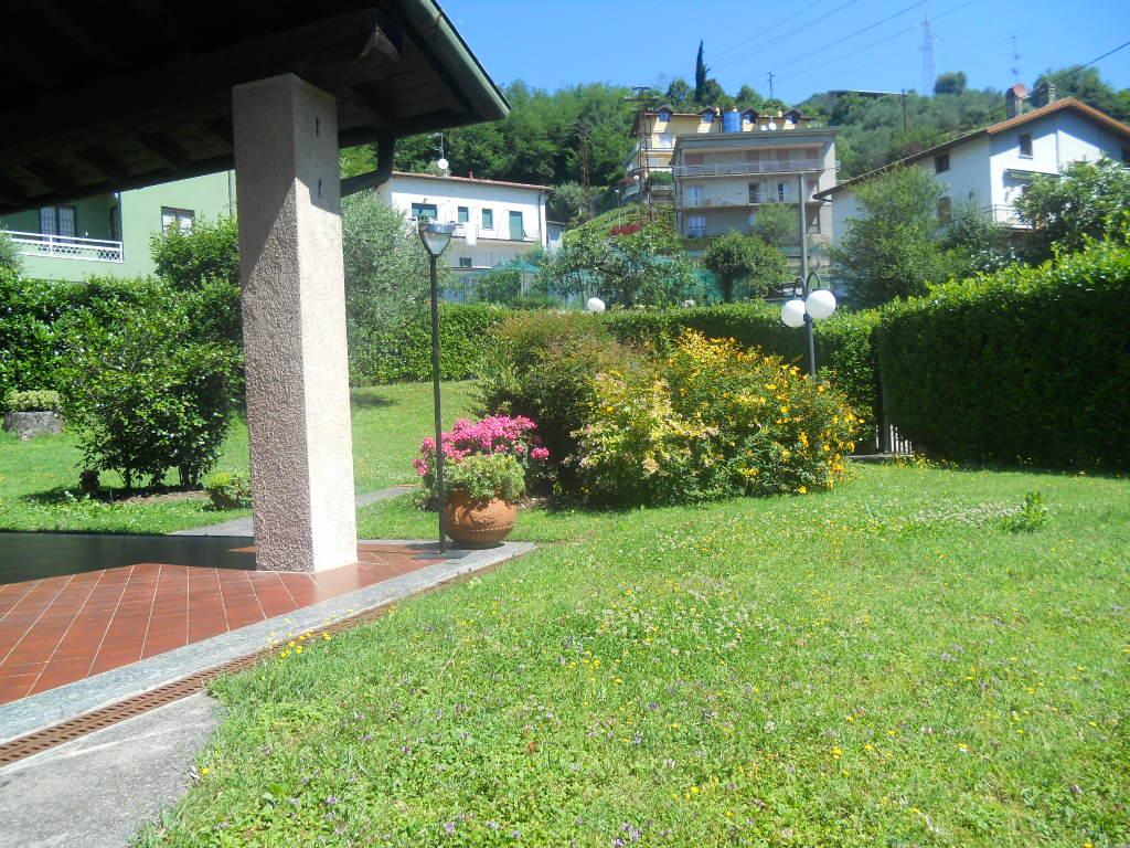 Villa in vendita a Lecco, 6 locali, prezzo € 690.000 | CambioCasa.it
