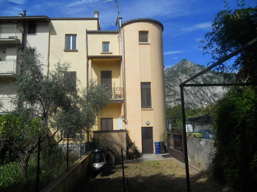 Soluzione Indipendente in vendita a Lecco, 6 locali, prezzo € 280.000 | CambioCasa.it