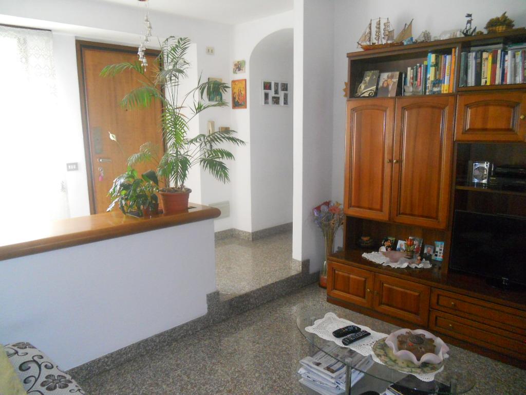 Appartamento in vendita a Lecco, 4 locali, prezzo € 135.000 | CambioCasa.it