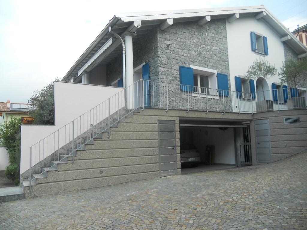 Villa in affitto a Lecco, 4 locali, prezzo € 1.700 | CambioCasa.it
