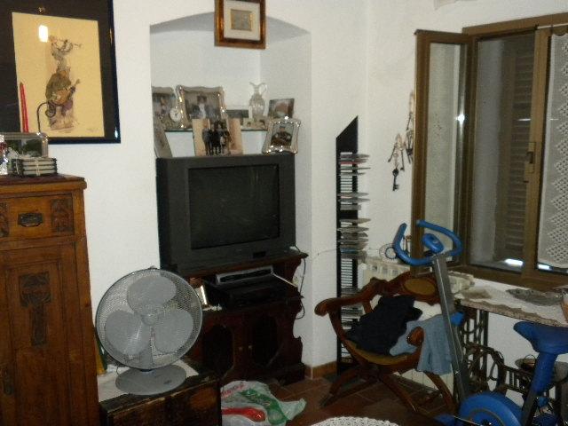 Soluzione Indipendente in vendita a Ventimiglia, 4 locali, zona Zona: Calvo, prezzo € 200.000 | CambioCasa.it