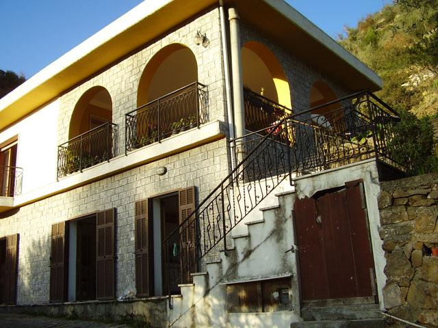 Villa in Vendita a Apricale