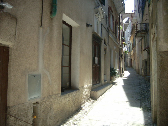 Appartamento in vendita a Perinaldo, 6 locali, prezzo € 170.000 | CambioCasa.it