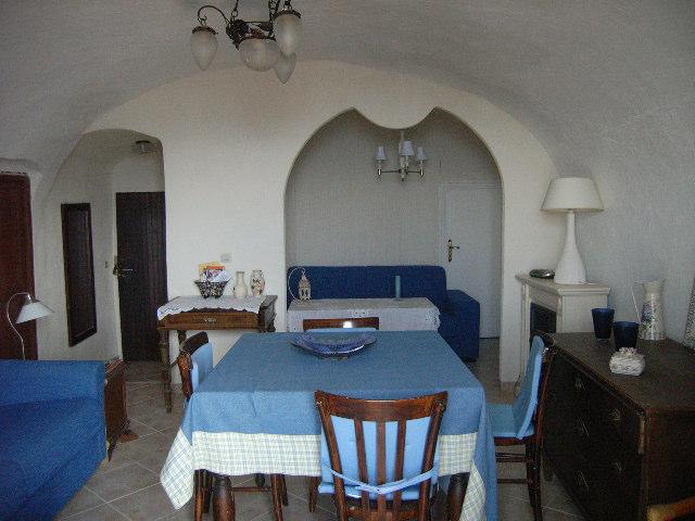 Appartamento in vendita a Perinaldo, 3 locali, prezzo € 140.000   Cambio Casa.it