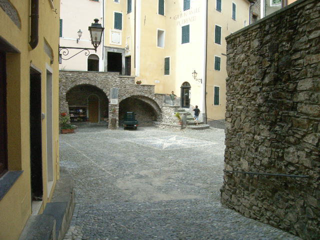 Appartamento in vendita a Castel Vittorio, 4 locali, prezzo € 200.000 | Cambio Casa.it