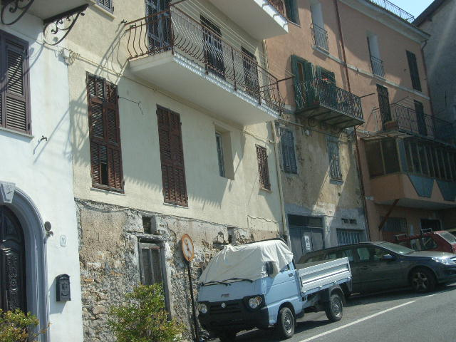 Appartamento in vendita a Perinaldo, 3 locali, prezzo € 45.000 | Cambio Casa.it