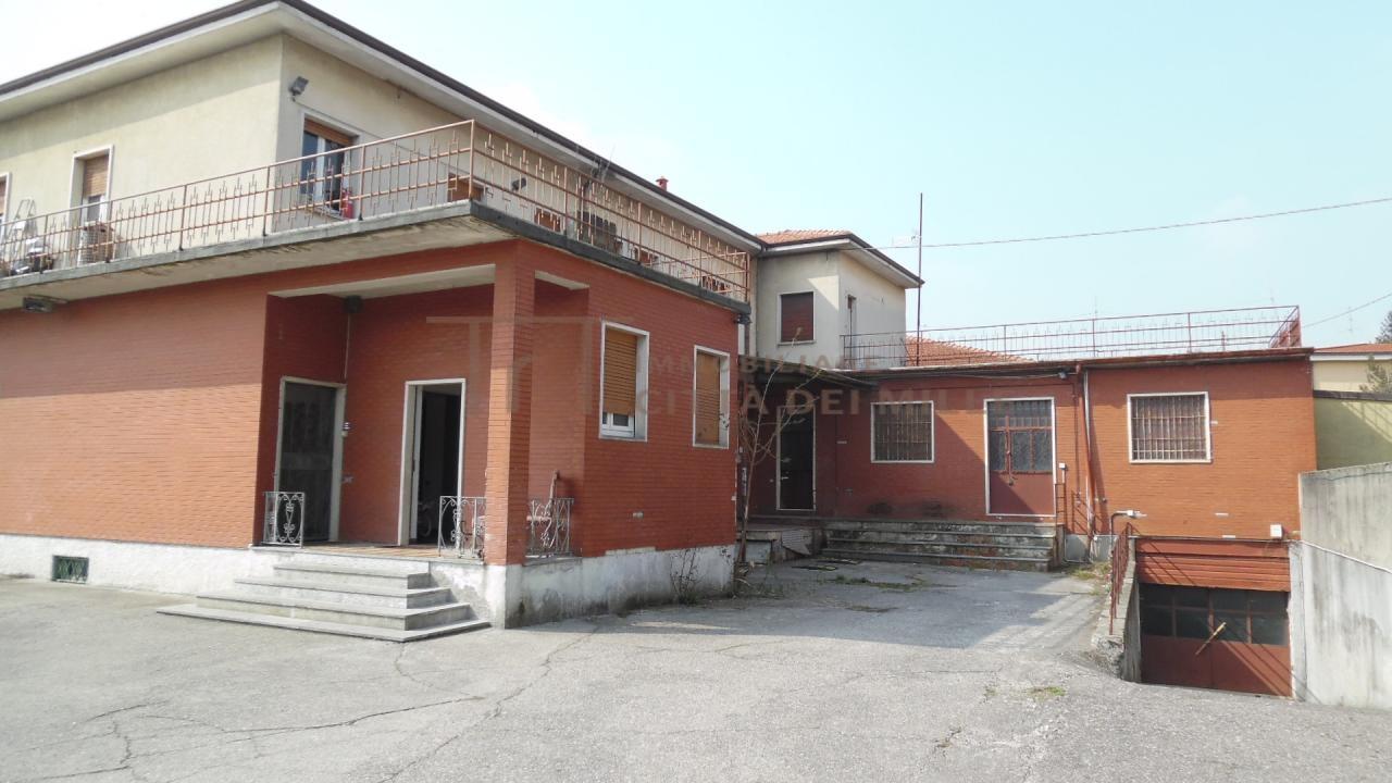 Palazzo / Stabile in Vendita a Seriate