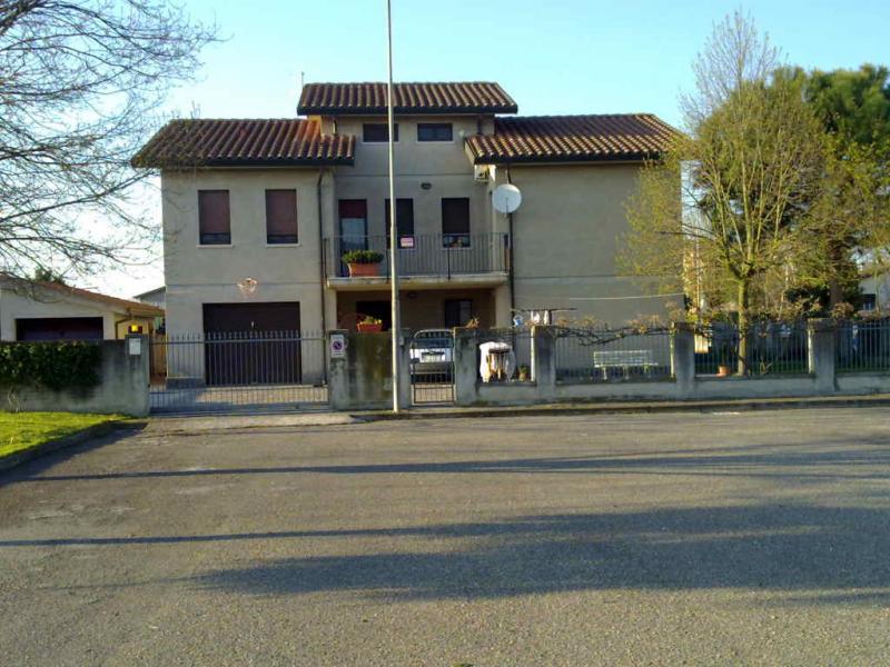 Soluzione Indipendente in vendita a Copparo, 8 locali, zona Zona: Ambrogio, prezzo € 185.000 | CambioCasa.it