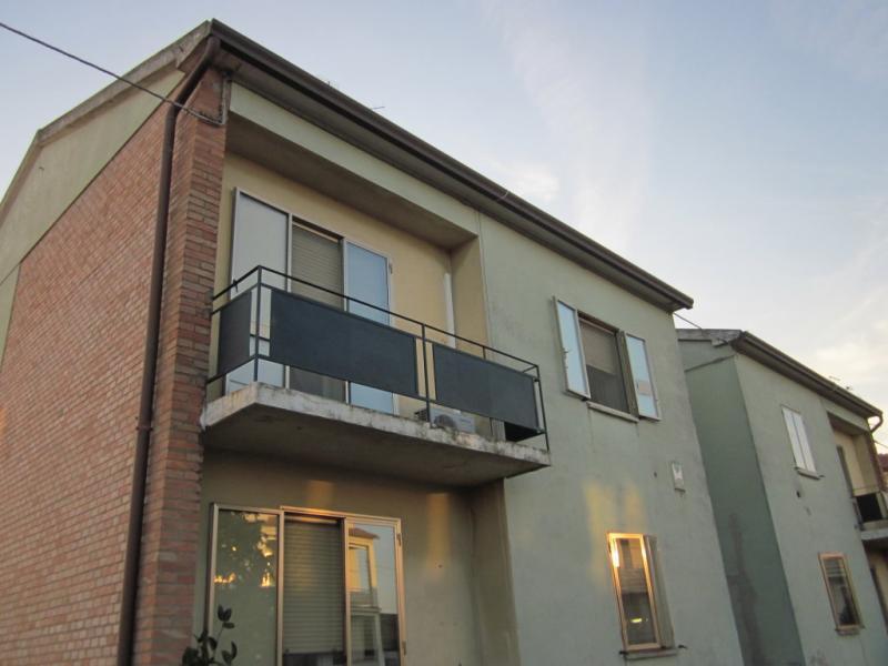 Appartamento in vendita a Masi Torello, 4 locali, zona Località: MasiSanGiacomo, prezzo € 75.000 | Cambio Casa.it