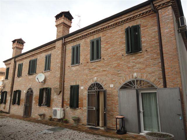 Soluzione Indipendente in vendita a Ferrara, 6 locali, zona Località: FuoriMura-ZonaNord-Ovest, prezzo € 220.000 | Cambio Casa.it