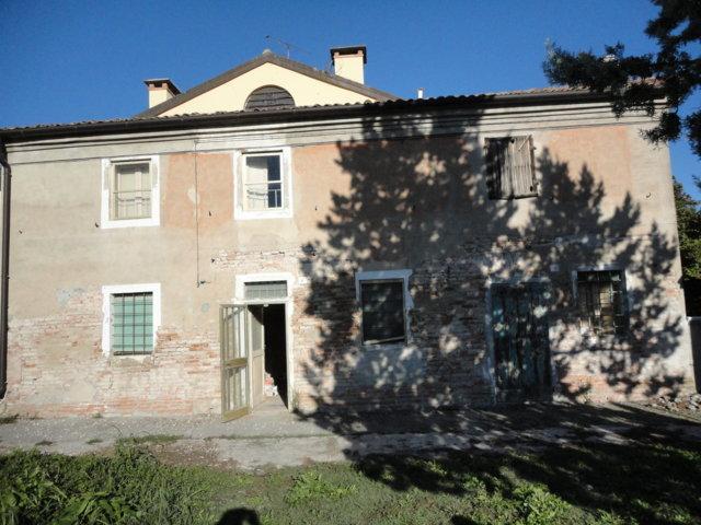 Soluzione Indipendente in vendita a Ferrara, 6 locali, zona Località: FossanovaSanBiagio, prezzo € 60.000   Cambio Casa.it