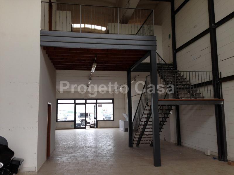 Negozio / Locale in affitto a Ferrara, 9999 locali, zona Località: FuoriMura-ZonaSud, prezzo € 2.000 | Cambio Casa.it