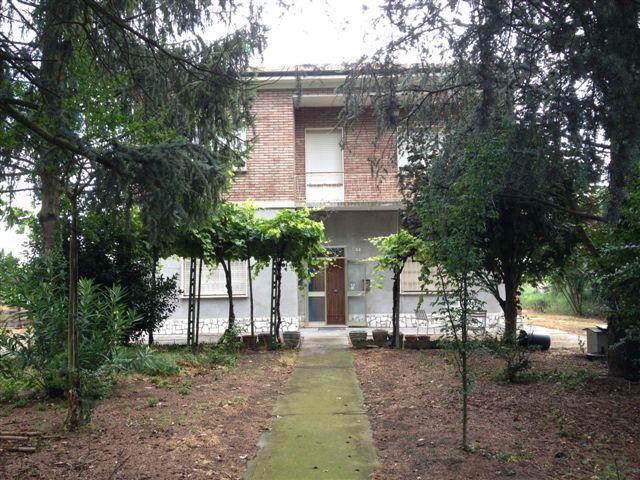 Soluzione Indipendente in vendita a Masi Torello, 6 locali, prezzo € 170.000 | CambioCasa.it