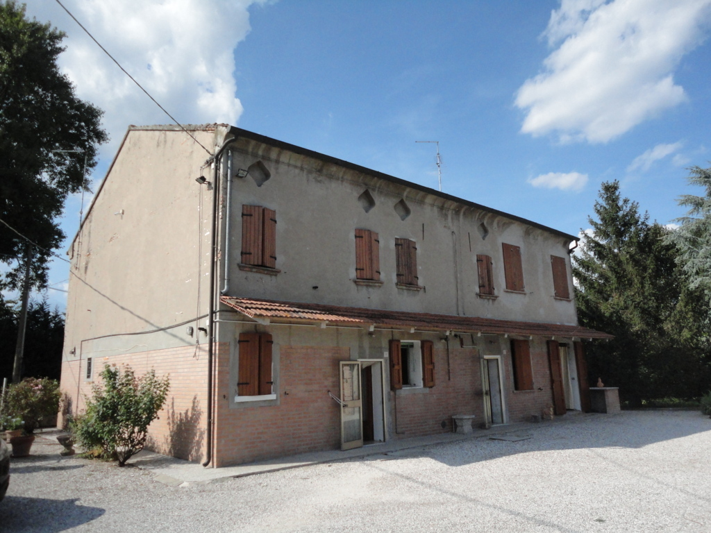 Soluzione Indipendente in vendita a Ferrara, 7 locali, zona Zona: Monestirolo, prezzo € 280.000 | Cambio Casa.it