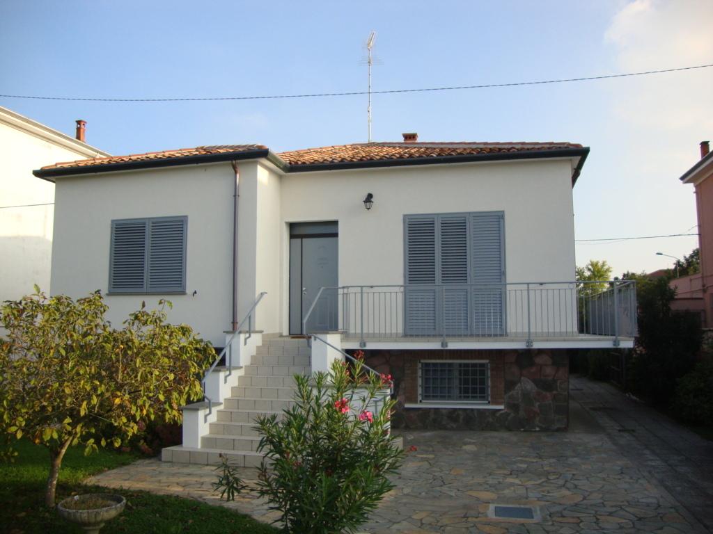 Soluzione Indipendente in affitto a Ferrara, 5 locali, zona Località: FuoriMura-ZonaEst, prezzo € 850 | Cambio Casa.it