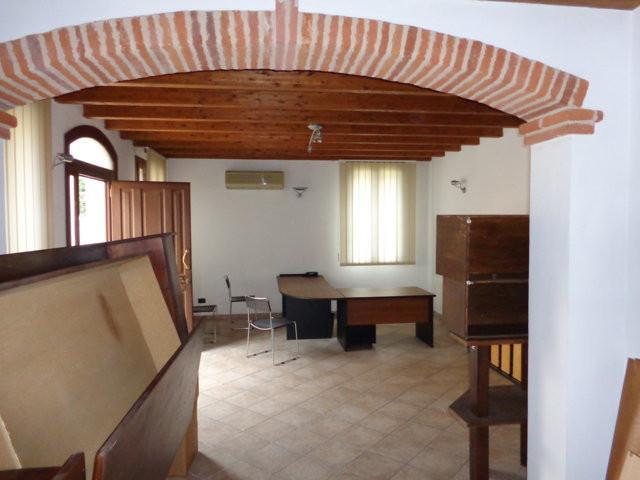 Ufficio / Studio in vendita a Ficarolo, 9999 locali, prezzo € 110.000 | Cambio Casa.it