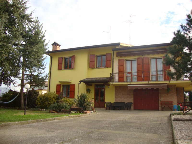 Soluzione Indipendente in vendita a Ostellato, 7 locali, prezzo € 350.000 | Cambio Casa.it