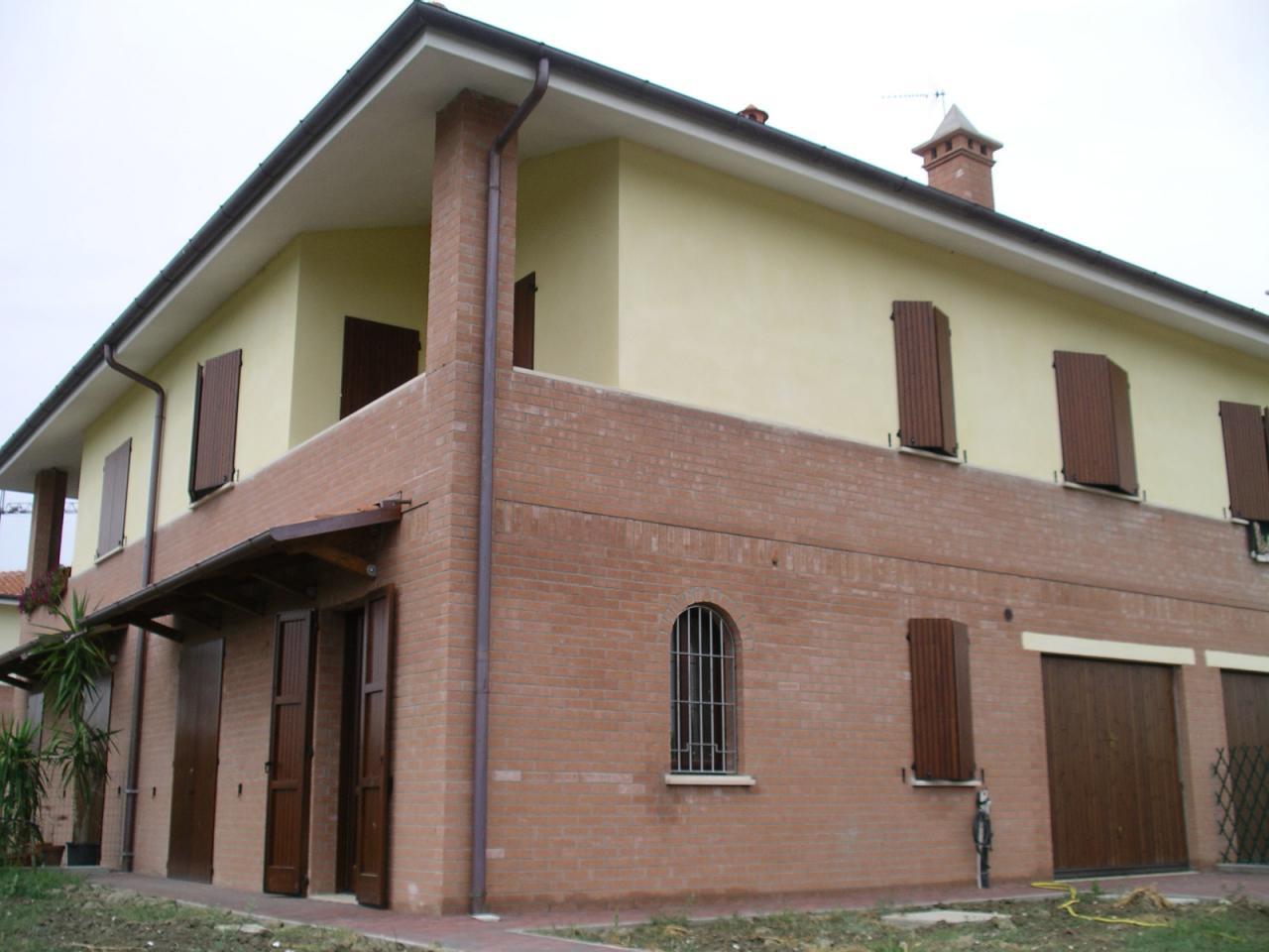 Soluzione Indipendente in affitto a Ferrara, 4 locali, zona Zona: Montalbano, prezzo € 870 | Cambio Casa.it