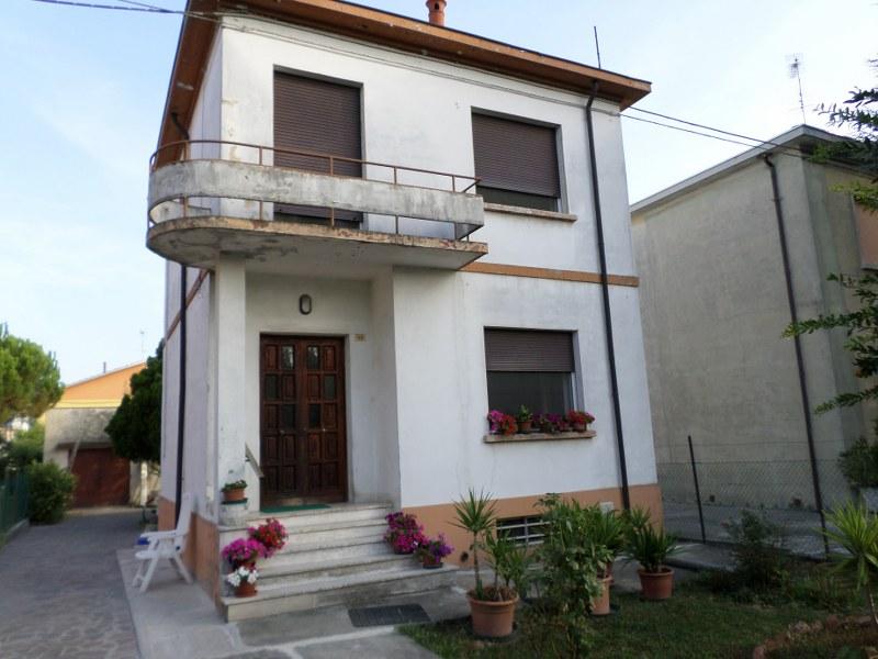 Soluzione Indipendente in vendita a Bondeno, 4 locali, prezzo € 158.000 | Cambio Casa.it