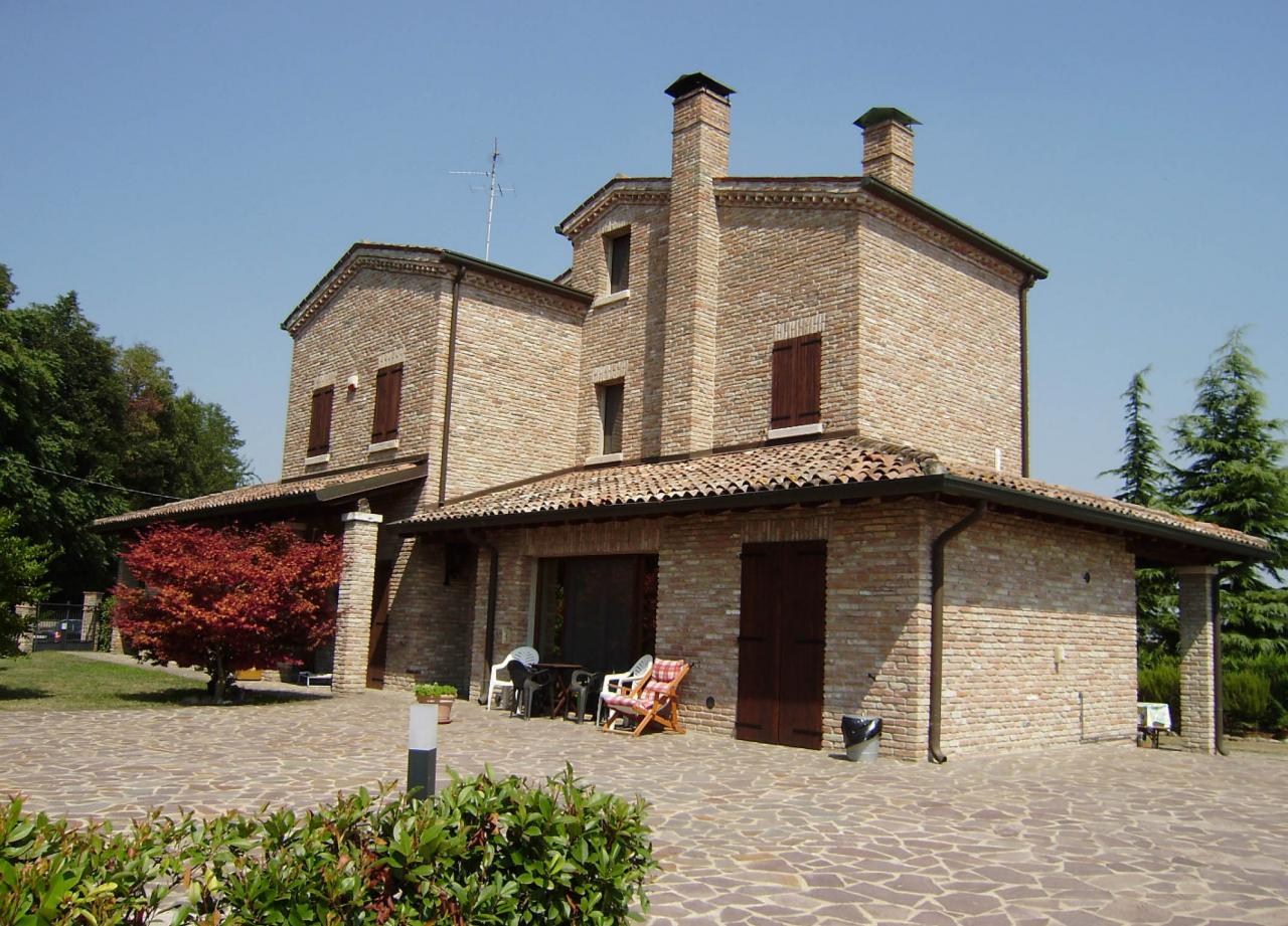 Soluzione Indipendente in vendita a Ferrara, 10 locali, zona Zona: Quartesana, prezzo € 485.000   Cambio Casa.it