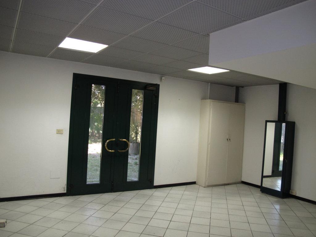 Capannone in affitto a Ferrara, 9999 locali, zona Località: FuoriMura-ZonaNord-Ovest, prezzo € 2.700 | Cambio Casa.it