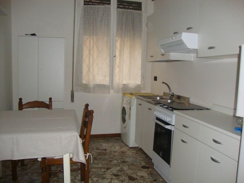 Appartamento in affitto a Ferrara, 2 locali, zona Località: Centrostorico, prezzo € 300 | Cambio Casa.it