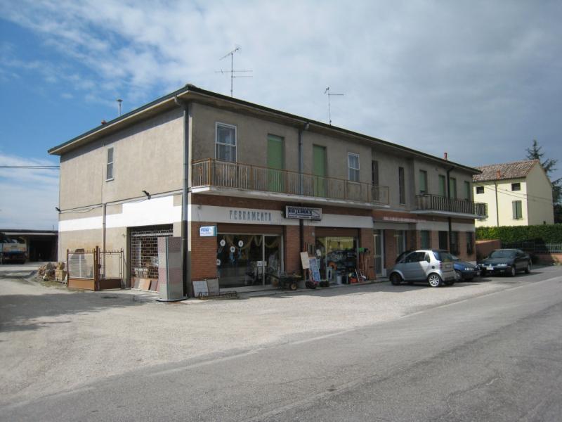 Negozio / Locale in affitto a Portomaggiore, 9999 locali, zona Zona: Gambulaga, prezzo € 1.000 | CambioCasa.it