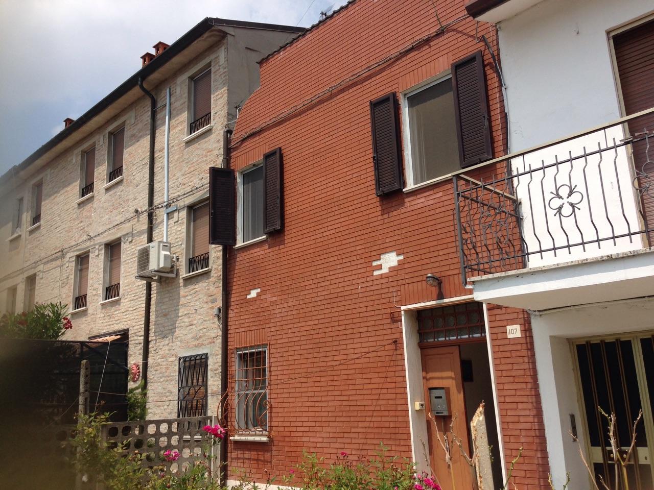 Soluzione Indipendente in affitto a Ferrara, 3 locali, zona Località: FuoriMura-ZonaEst, prezzo € 600 | Cambio Casa.it