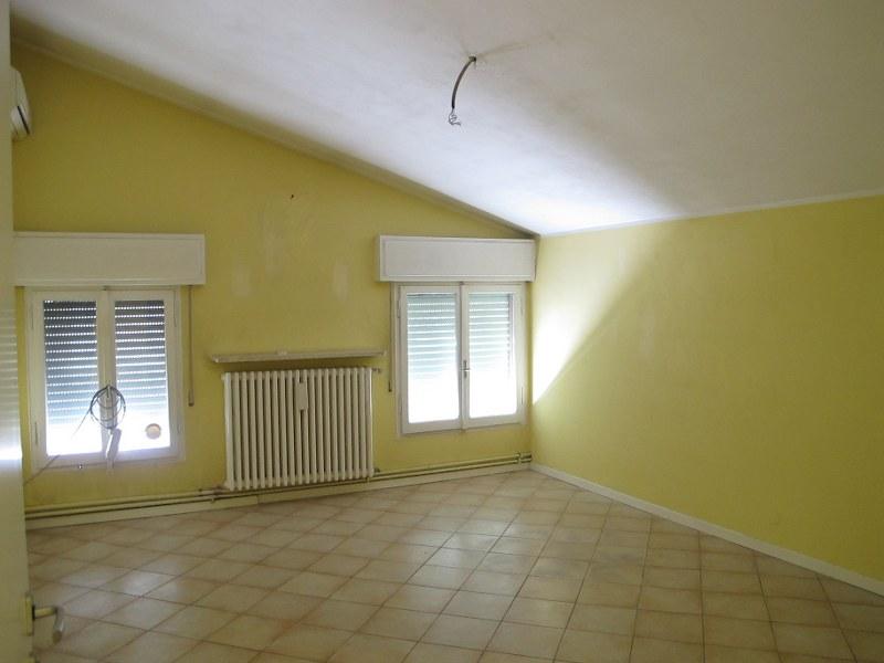 Soluzione Indipendente in affitto a Ferrara, 7 locali, zona Località: Centrostorico, prezzo € 1.100 | Cambio Casa.it