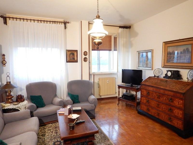 Appartamento in vendita a Ferrara, 4 locali, zona Località: Centrostorico, prezzo € 139.000 | CambioCasa.it