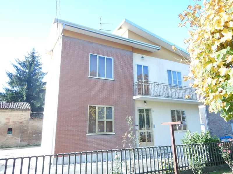 Soluzione Indipendente in vendita a Ferrara, 6 locali, zona Zona: Corlo, prezzo € 135.000 | CambioCasa.it