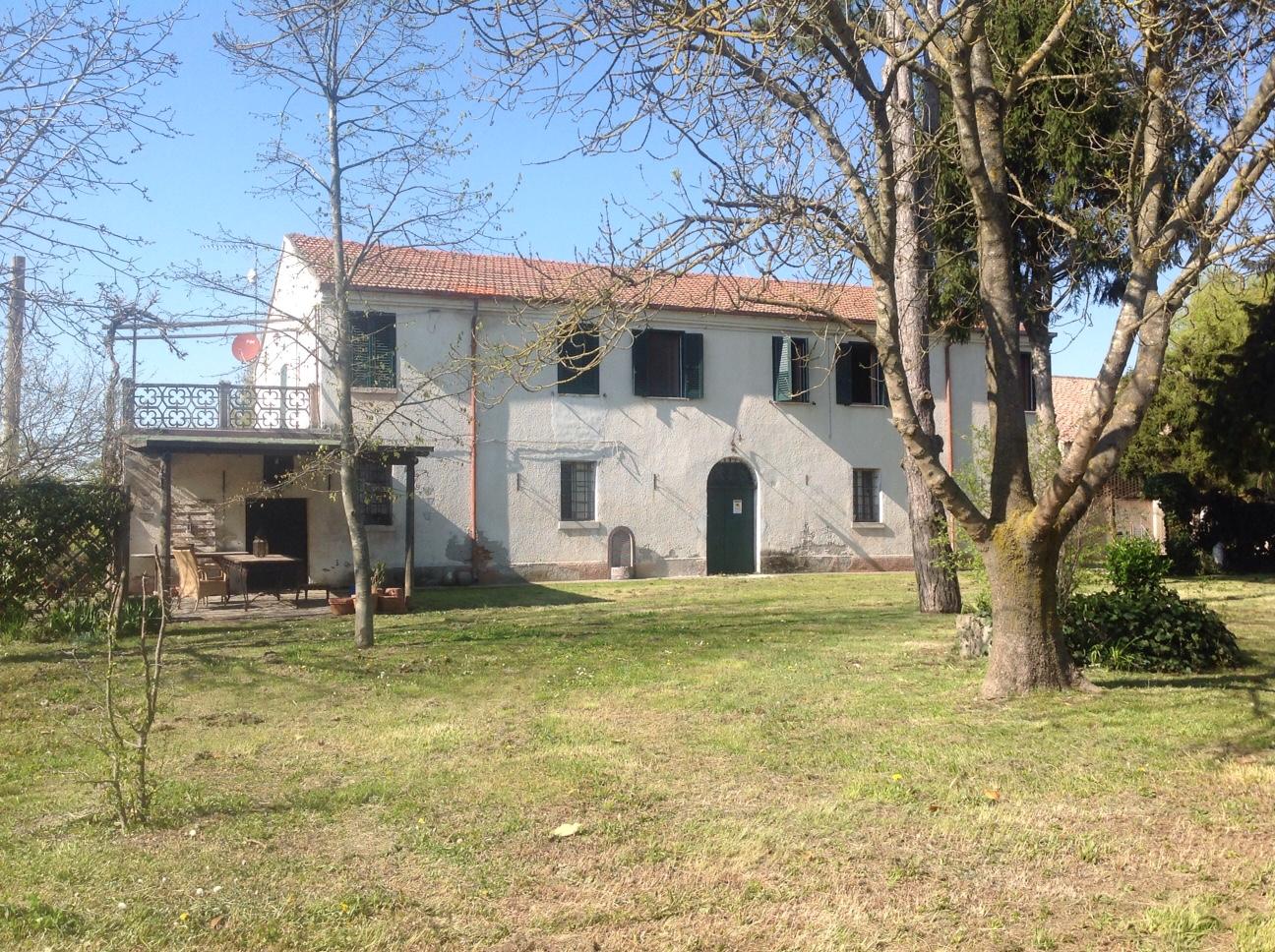 Soluzione Indipendente in vendita a Ferrara, 16 locali, zona Zona: Pescara, prezzo € 590.000 | CambioCasa.it