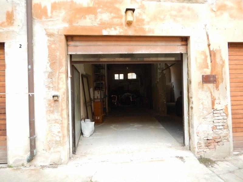 Box / Garage in vendita a Ferrara, 1 locali, zona Località: Centrostorico, prezzo € 90.000 | CambioCasa.it