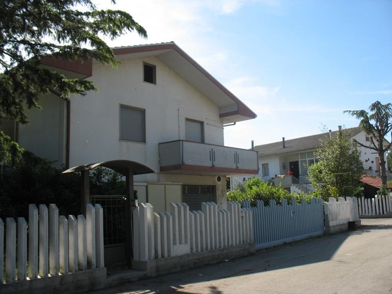 Capannone in vendita a San Giovanni Teatino, 9999 locali, zona Località: zonacommerciale, prezzo € 550.000 | Cambio Casa.it