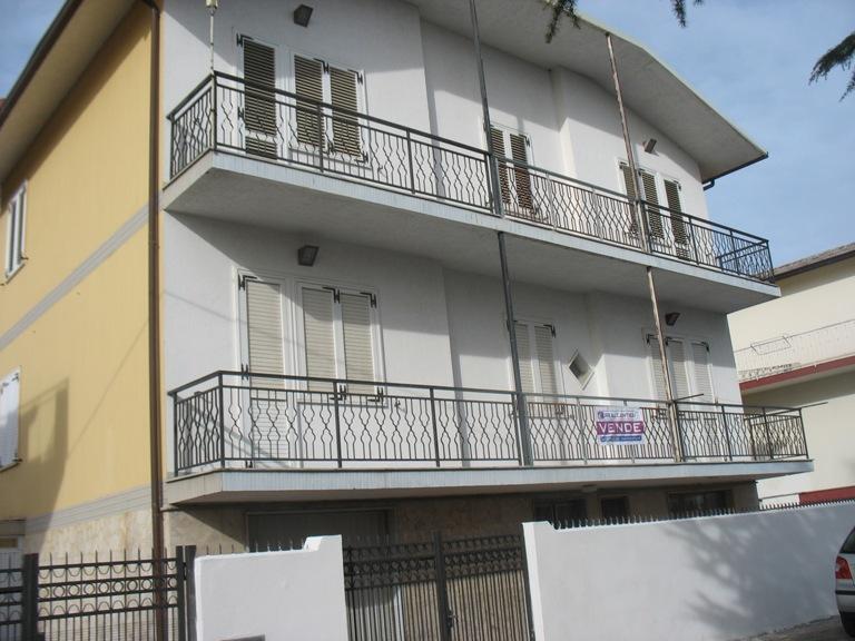 Soluzione Indipendente in vendita a Spoltore, 5 locali, zona Località: CENTRO, prezzo € 370.000 | Cambio Casa.it
