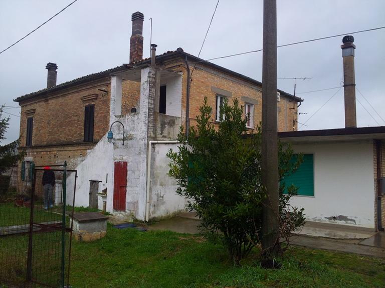 Soluzione Semindipendente in vendita a Moscufo, 7 locali, zona Zona: Bivio, prezzo € 150.000 | Cambio Casa.it