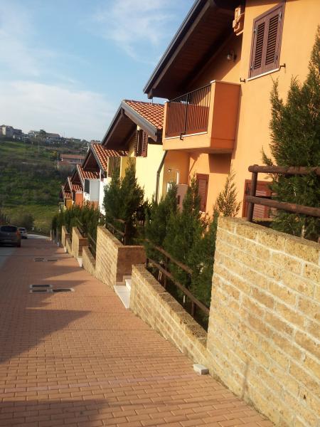 Villa a Schiera in vendita a Cappelle sul Tavo, 5 locali, prezzo € 155.000 | CambioCasa.it