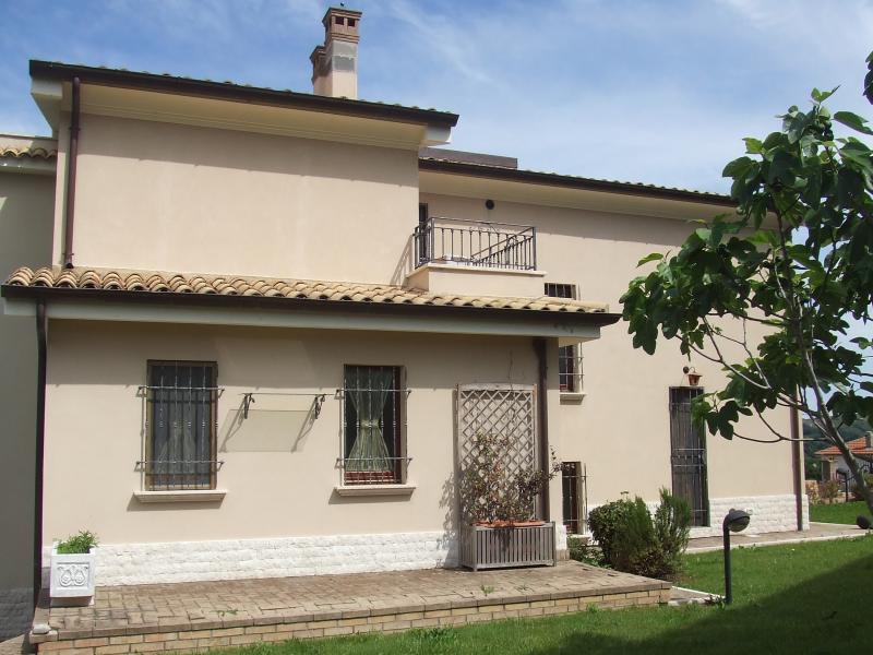 Villa in Vendita a Torrevecchia Teatina